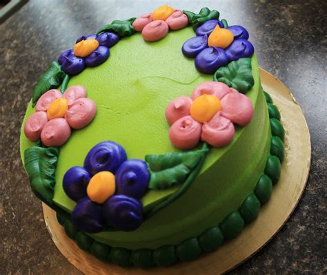 Video & story: 'Cake Boss' distributes 10,000 cakes to